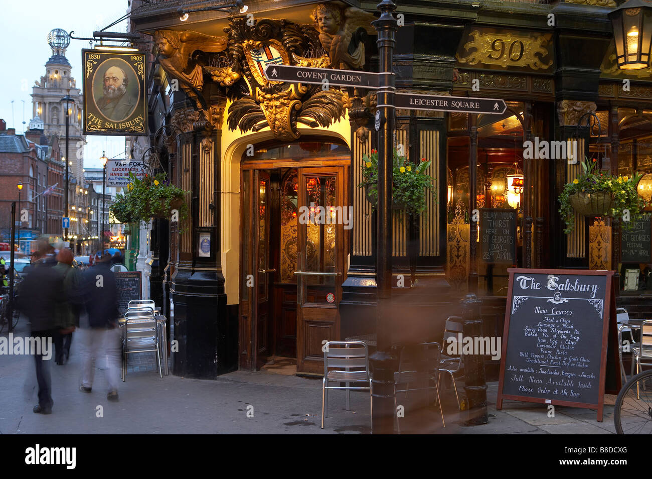 The Globe Pub London Stock Photos & The Globe Pub London Stock ...