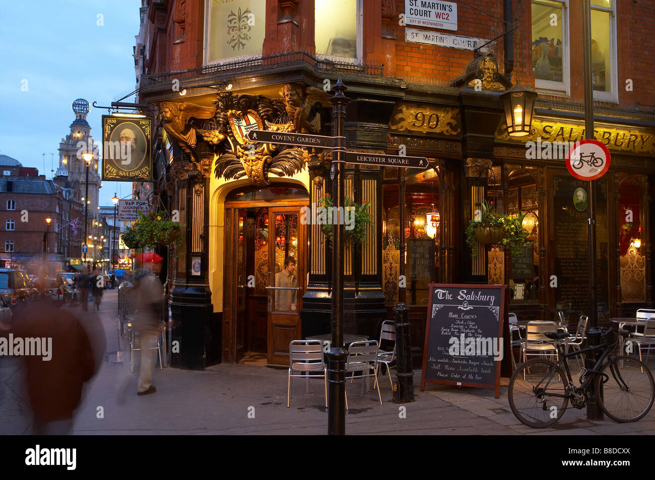 traditional London pub nr Covent Garden with the Globe Theatre beyond, the West End, London, UK - Stock Image