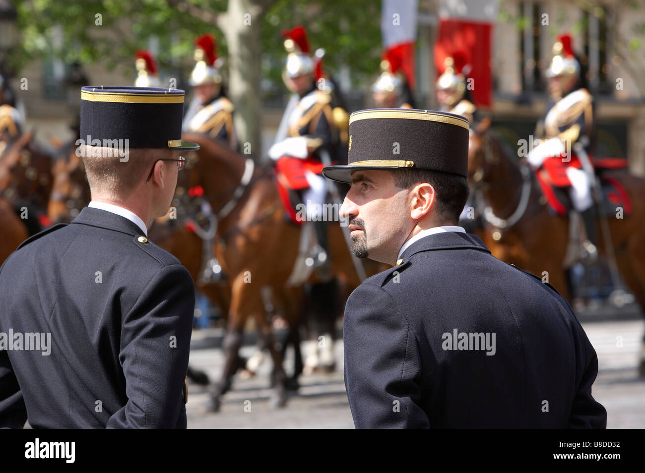 gendarmes (police) & French Cavalry (Presidential escort) on the Champs Elysses, Paris, France - Stock Image