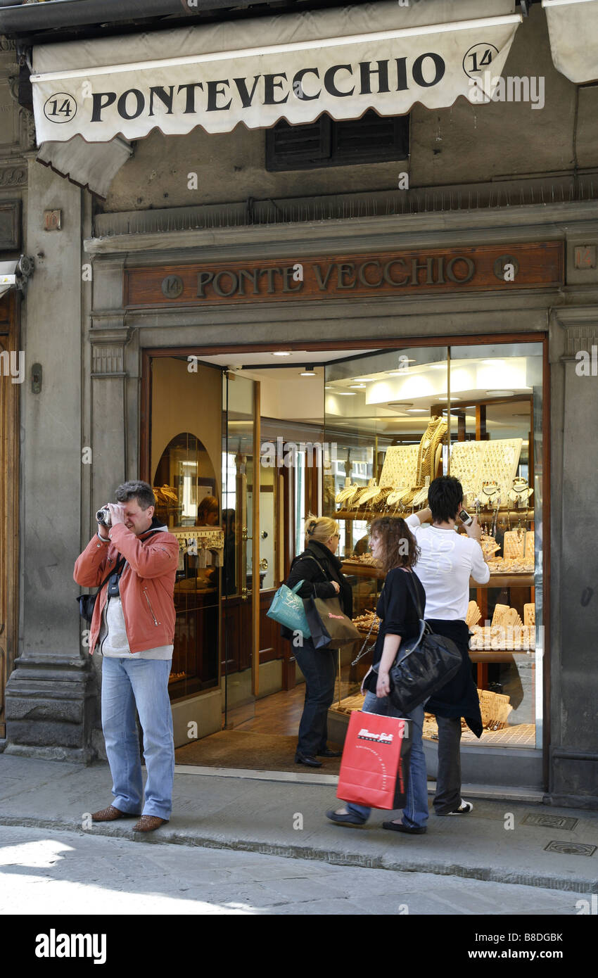 Jeweller's shop, Ponte Vecchio Bridge, Florence, Tuscany, Italy - Stock Image