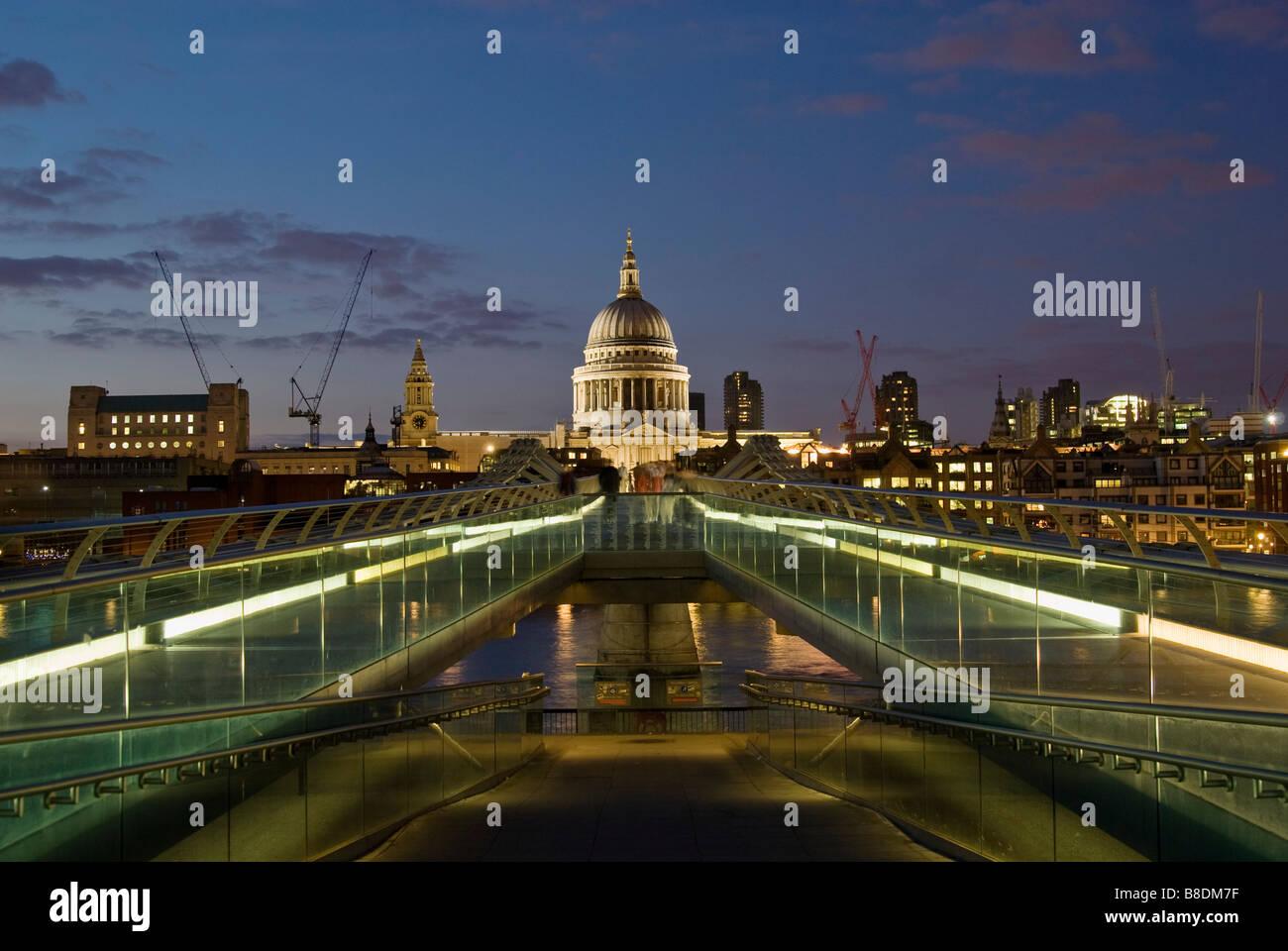 Millennium bridge london - Stock Image