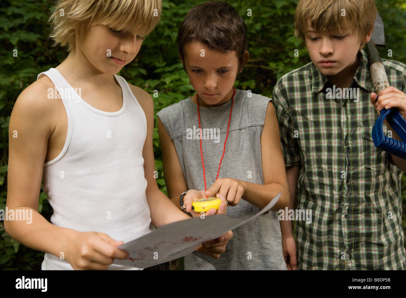 Boys with map - Stock Image