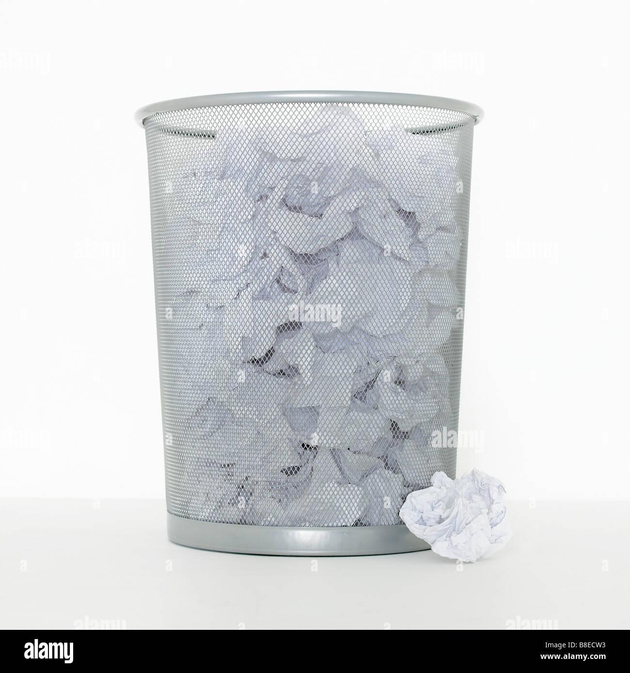 Metal Waste Bin Stock Photos & Metal Waste Bin Stock Images - Alamy