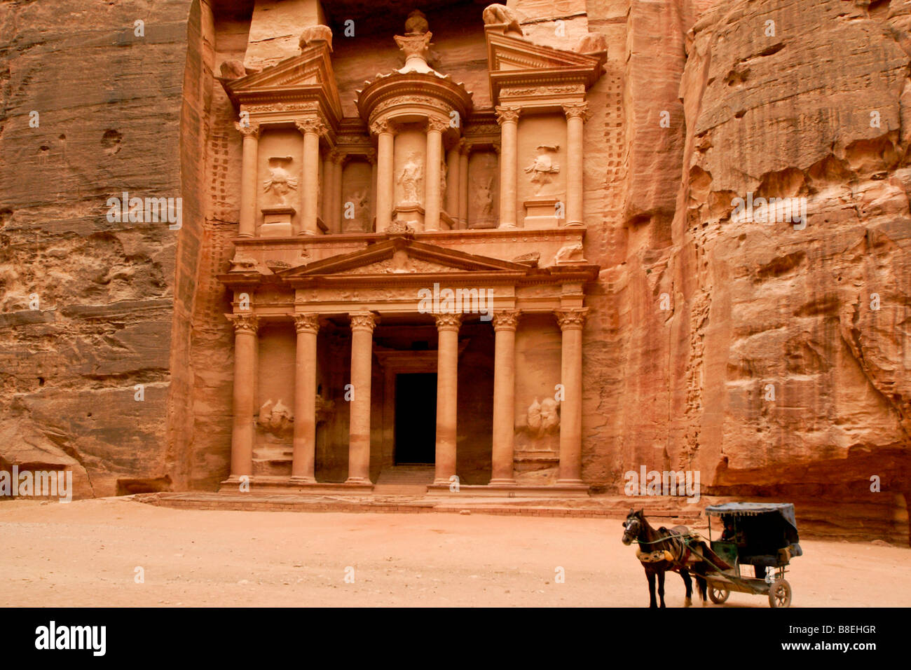 Horse carriage at the Treasury in Petra, Jordan - Stock Image