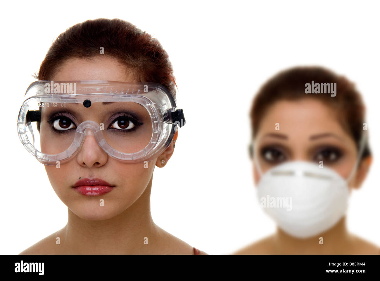 6f6b15d452 women wearing safety goggles and dust mask Stock Photo: 22453540 - Alamy
