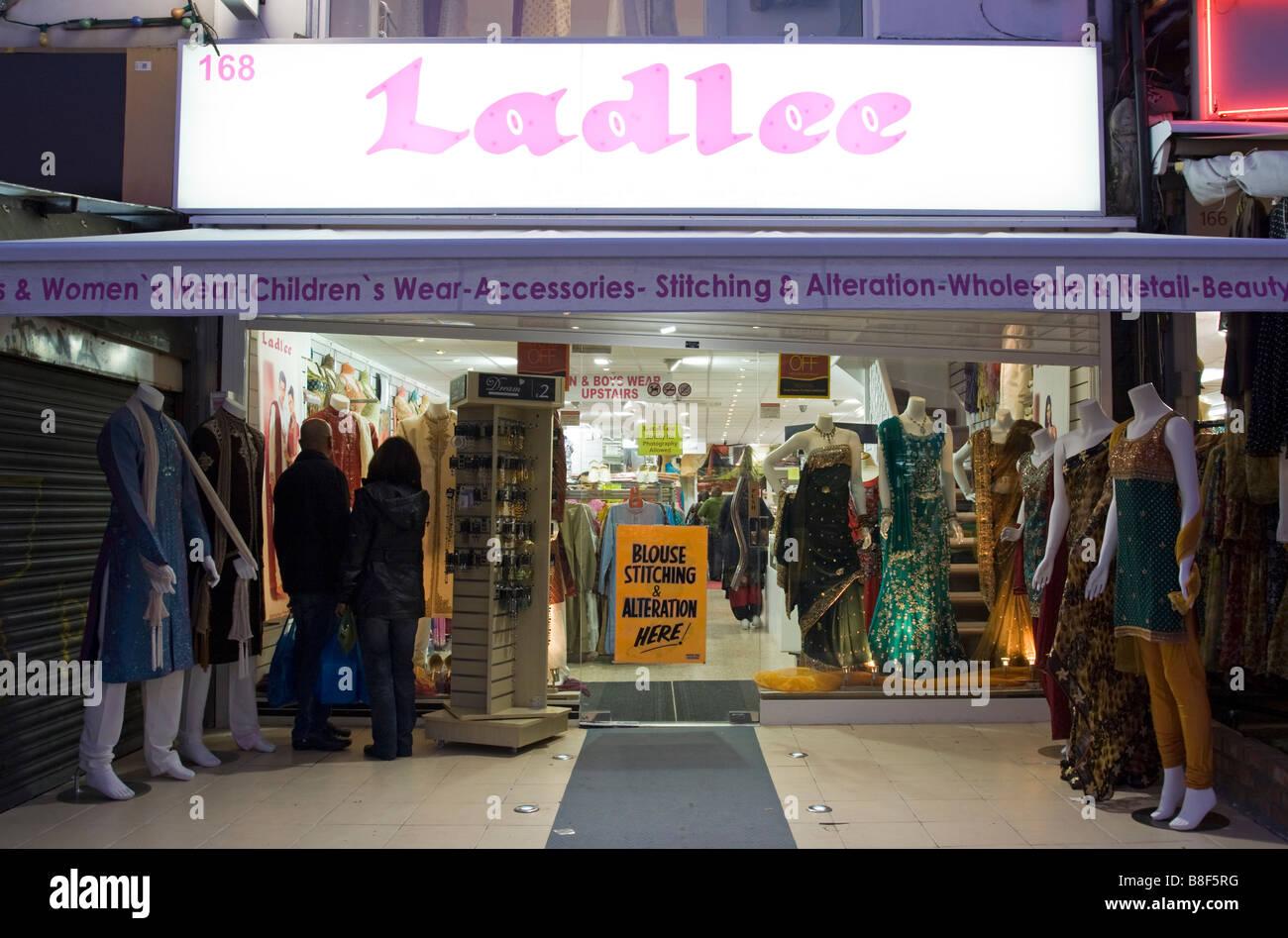 67d3bf9e22 Indian Clothes Stock Photos & Indian Clothes Stock Images - Alamy