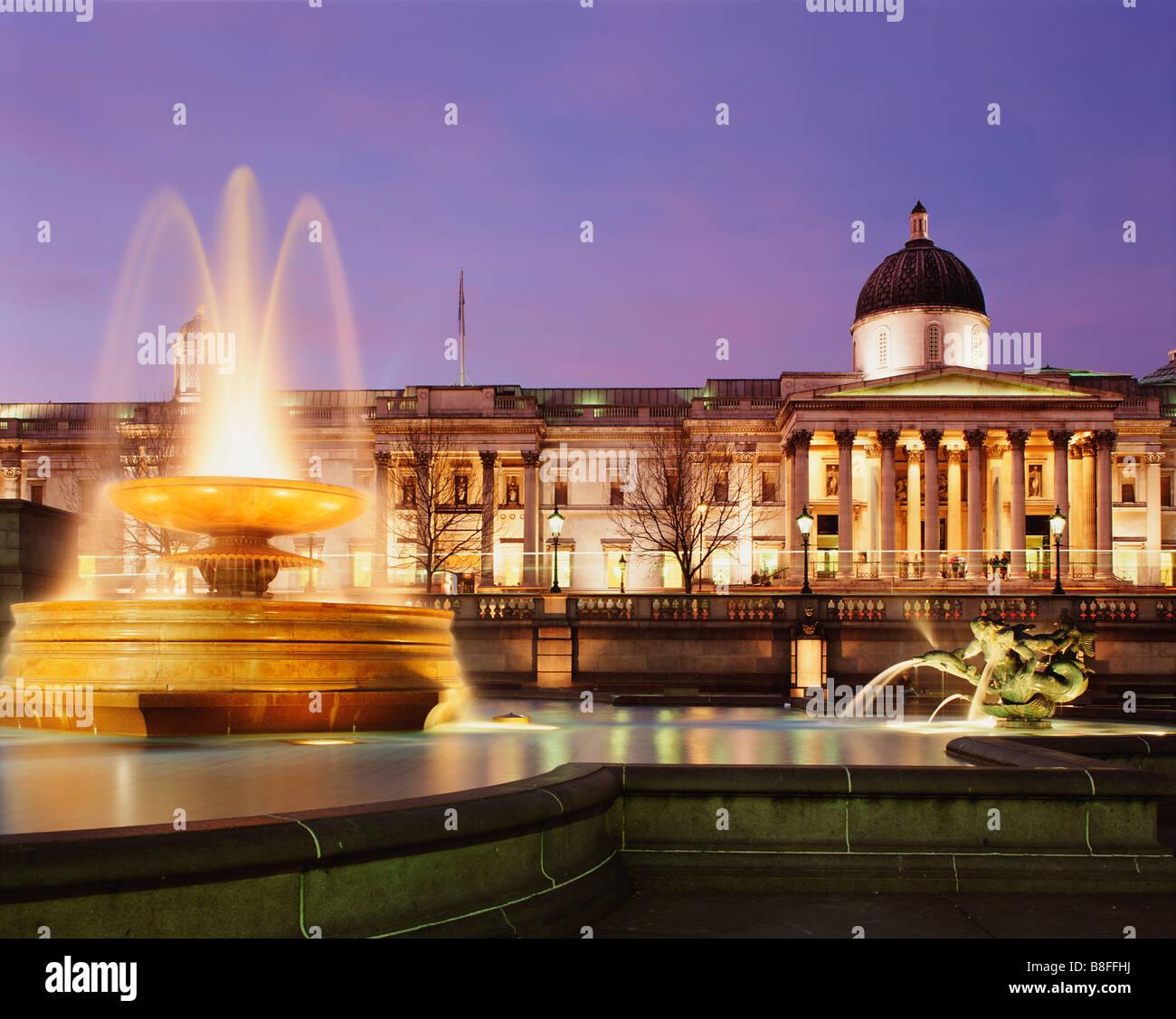 GB LONDON TRAFALGAR SQUARE NATIONAL GALLERY FOUNTAIN - Stock Image
