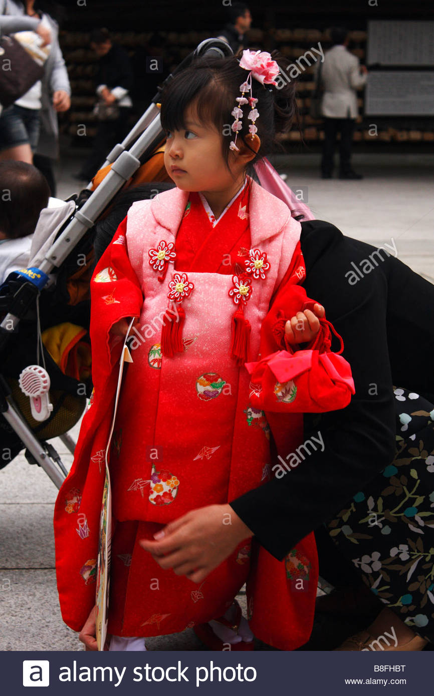 Mother and daughter at the 7-5-3 festival, Meiji-jingu, Tokyo, Japan Stock Photo