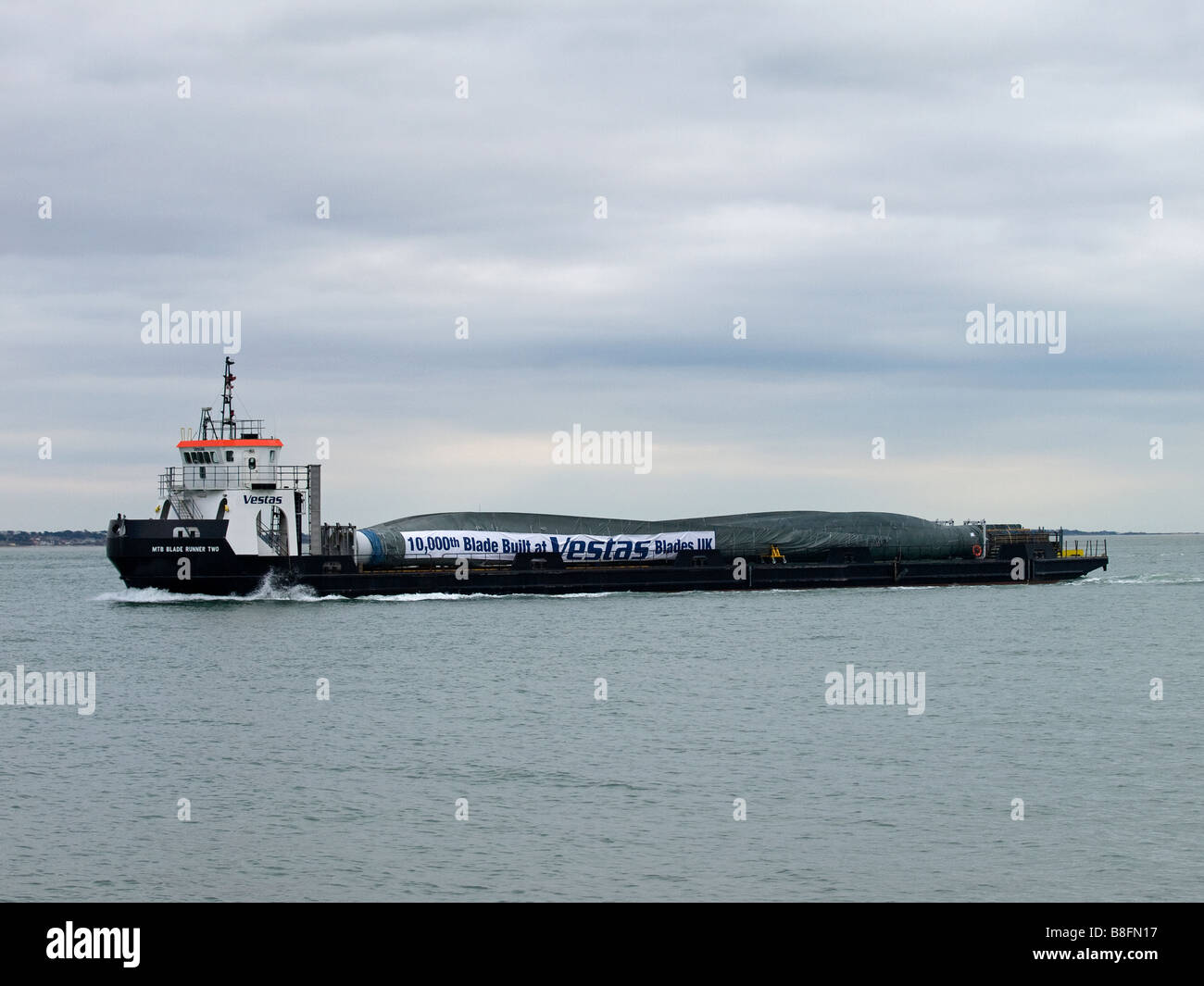 Blade Runner Two shipping the 10000th wind turbine blade manufactured at the Vestas Blades UK facility at Cowes - Stock Image