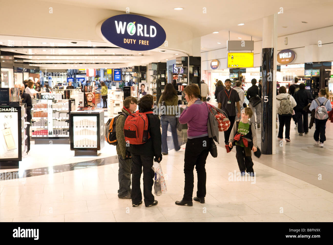 Shoppers at the World Duty Free shop, Departure lounge, Terminal 1, Heathrow airport, London - Stock Image