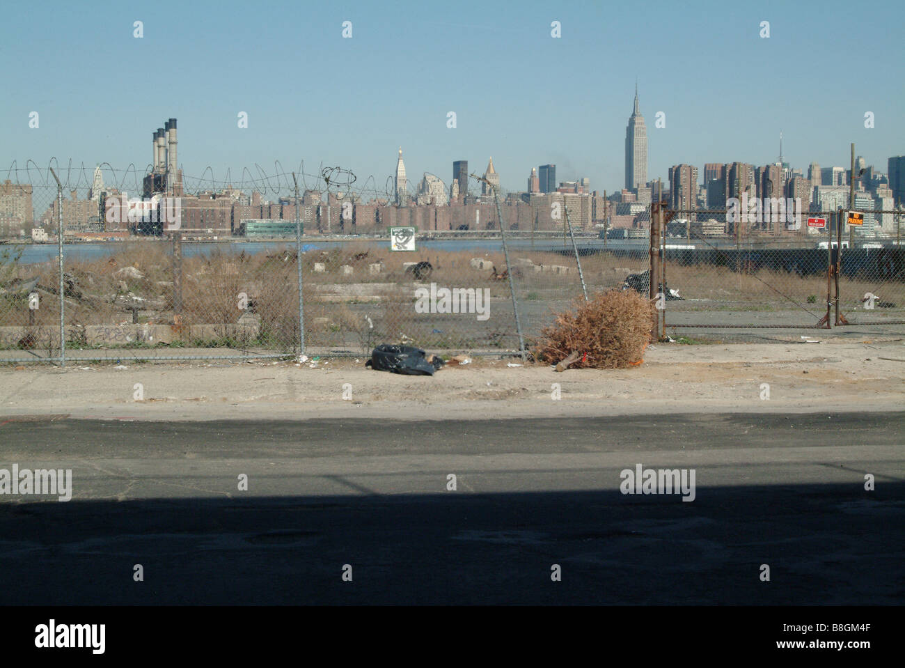 a view of Manhattan from greenpoint, brooklyn - Stock Image