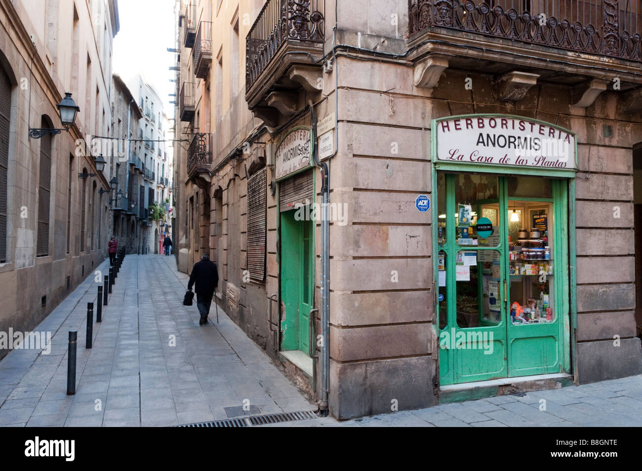 Narrow streets of the Barri Gotic Barcelona, Spain - Stock Image