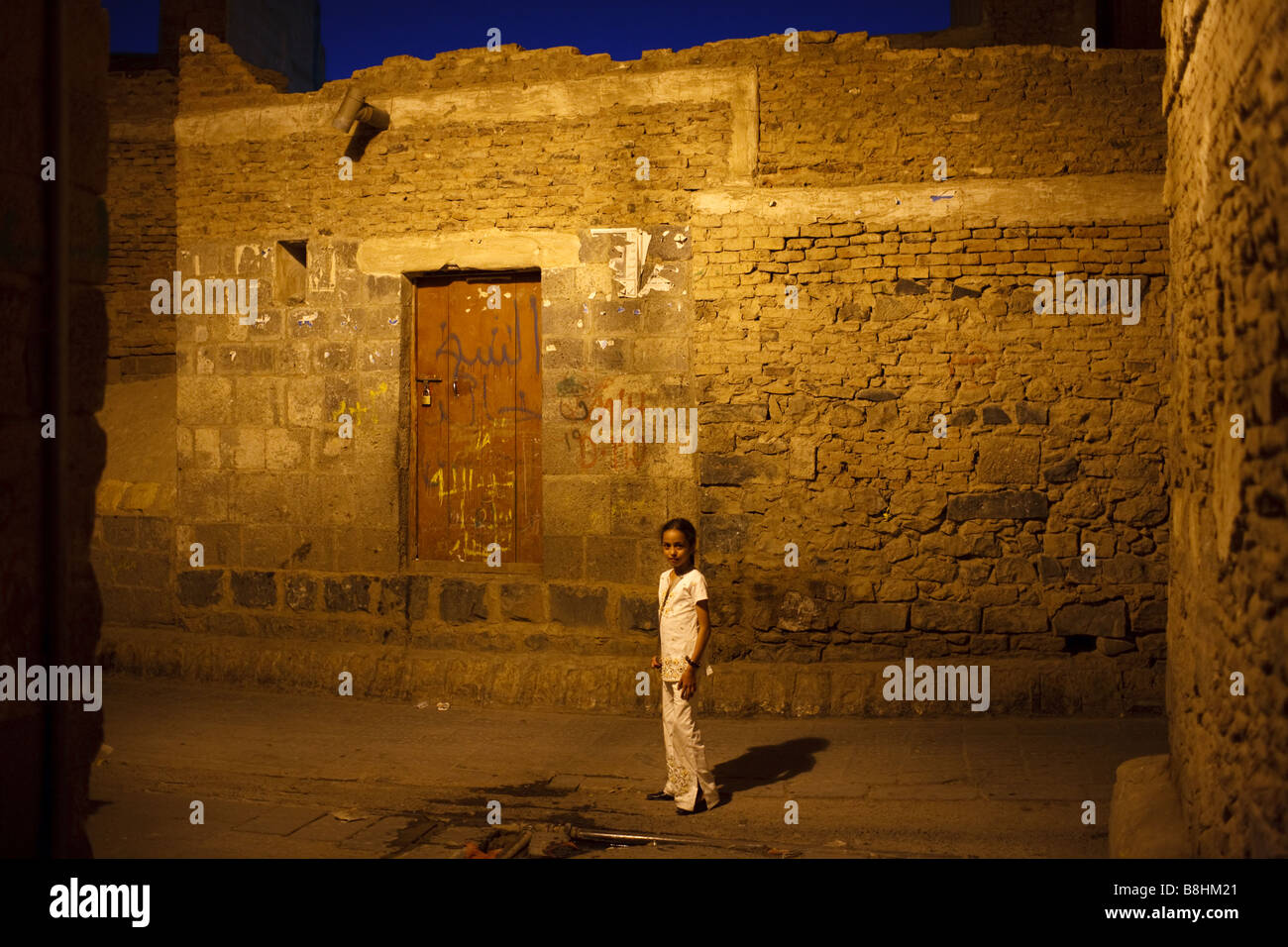 A portrait of a girl at night in the Old City of Sana'a in Yemen - Stock Image