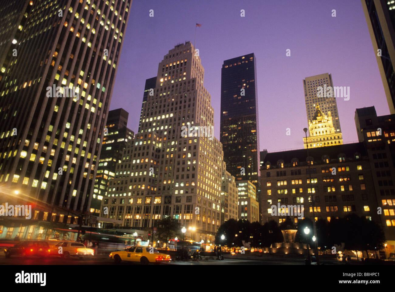 New York City Fifth Avenue Skyline Midtown Manhattan at Dusk USA - Stock Image