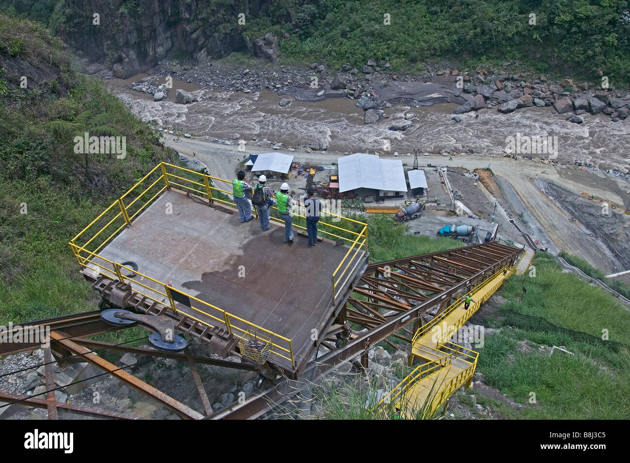 Conveyor system transporting materials and workers between upper and lower sites on a hydropower project in Ecuador. - Stock Image