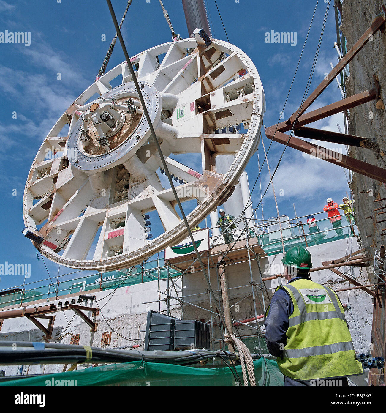Cutterhead for Thames Tunnel Boring Machine 'Milly' is lowered into underground launch chamber on the Channel - Stock Image