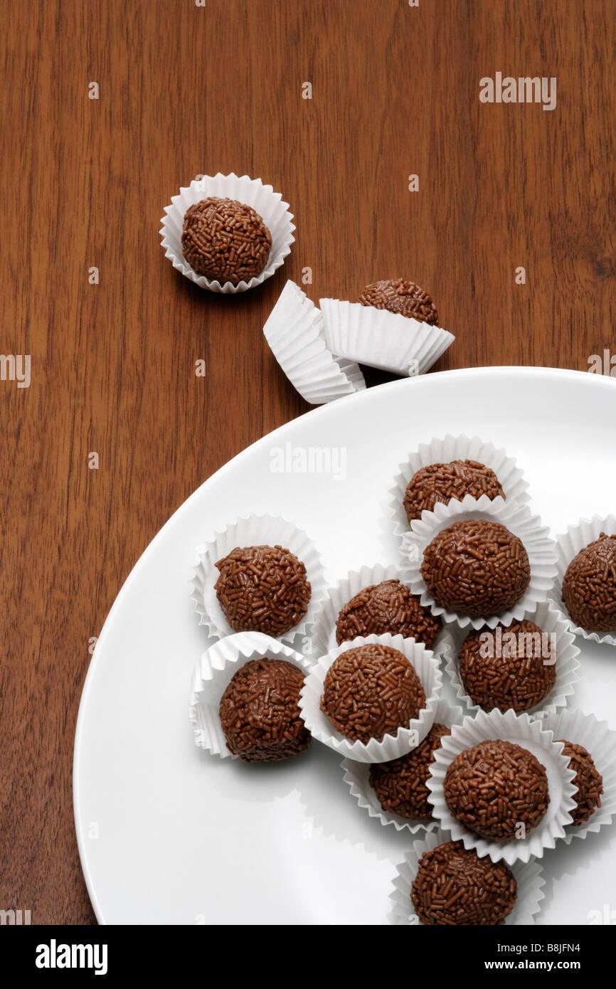 Rumkugeln auf Teller - Stock Image