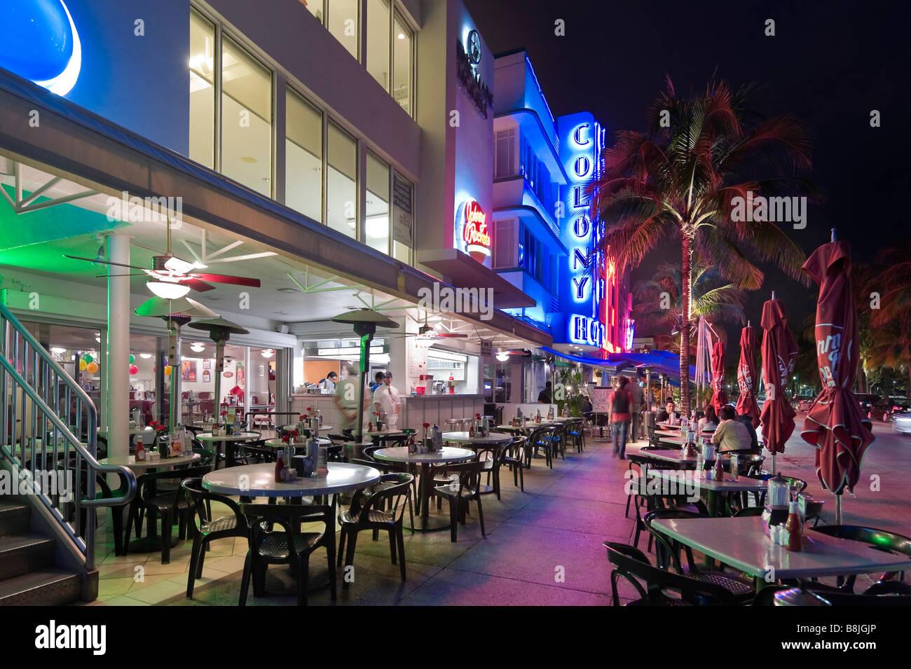 Johnny Rockets Restaurant at night on Ocean Drive, Art Deco district, South Beach, Miami Beach, Gold Coast, Florida, - Stock Image