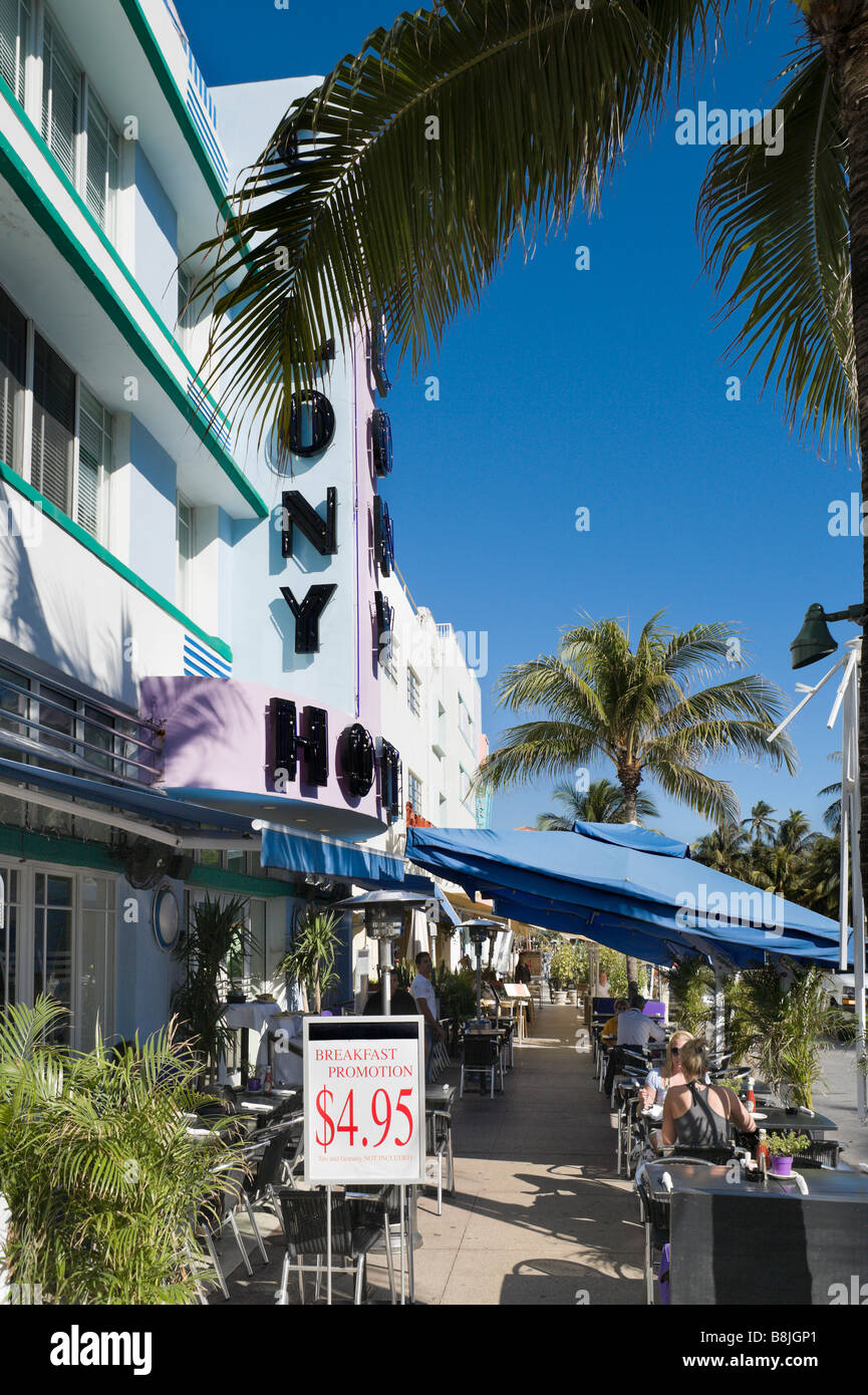 Restaurant outside the Colony Hotel on Ocean Drive, Art Deco district, South Beach, Miami Beach, Gold Coast, Florida, - Stock Image