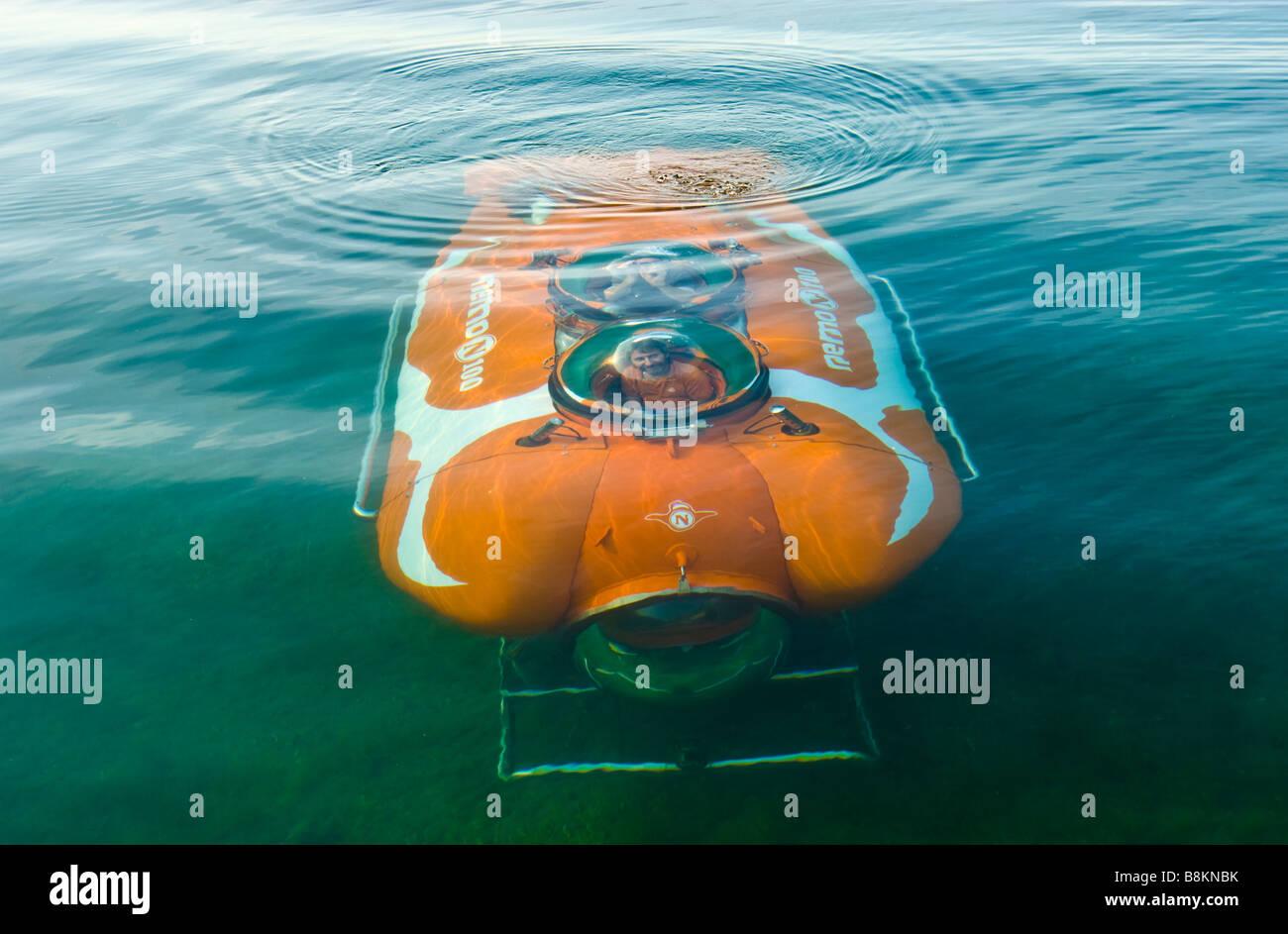 Dive in private German made submarine nemo 100 under water | Tauchgang im privaten deutschen Unterseeboot Nemo 100 - Stock Image