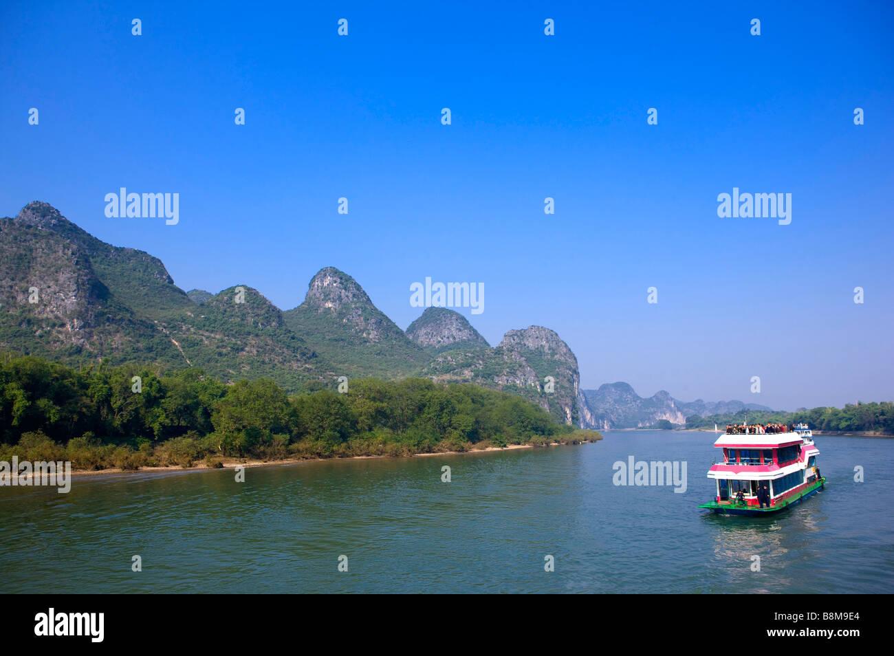 China Guangxi Province Guilin Yangshuo passenger ship on Li River Stock Photo