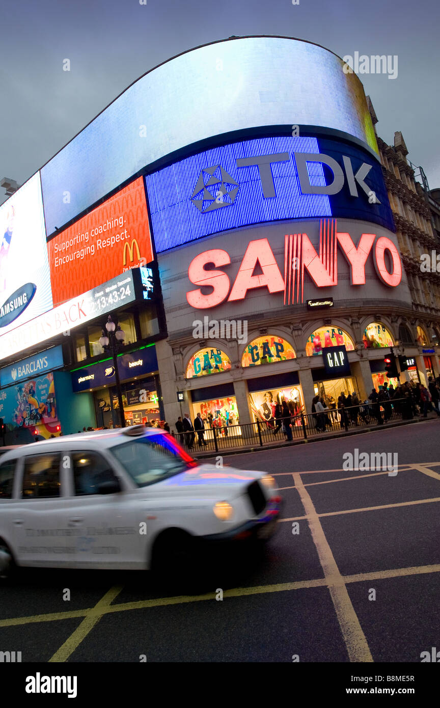 Taxi at Piccadilly Circus in the city of London England - Stock Image