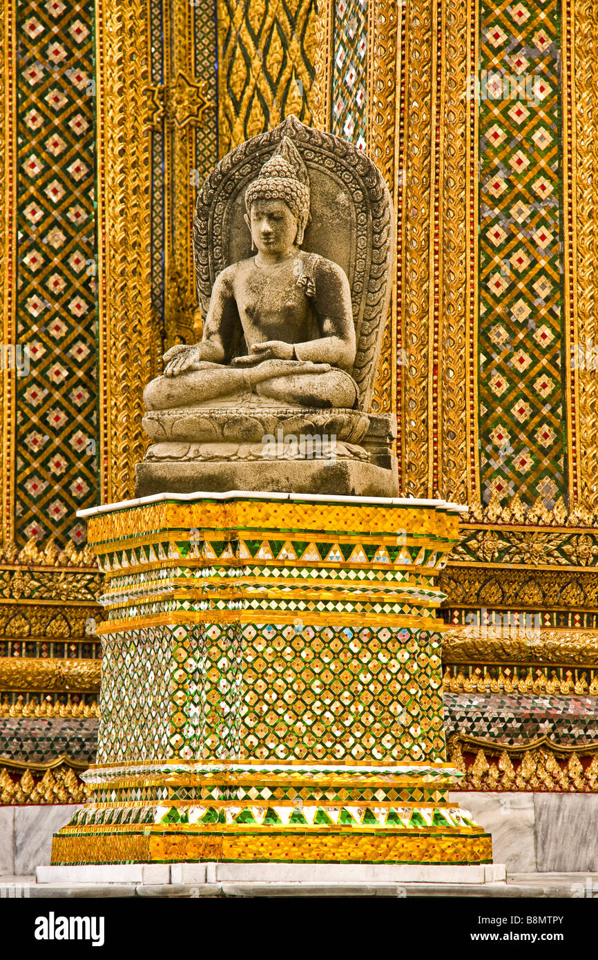 A statue on a plinth at the Grand Palace - Stock Image