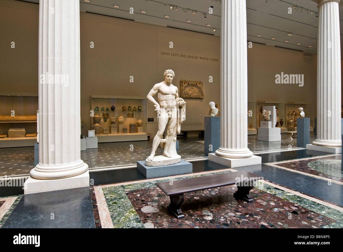 Classical marble sculpture set amongst roman columns, Metropolitan Museum of Art Stock Photo