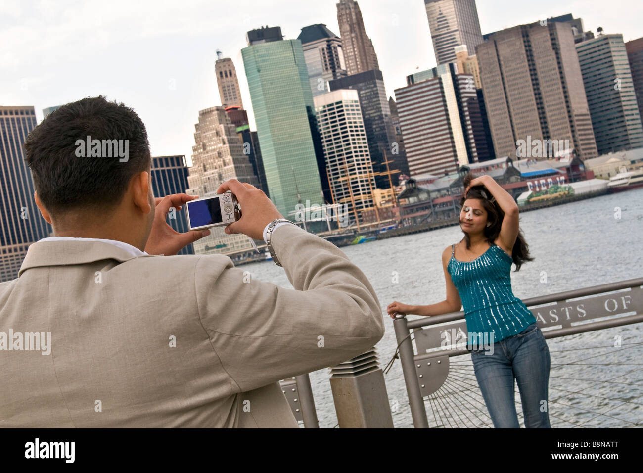 Young woman being photographed against the New York city skyline - Stock Image