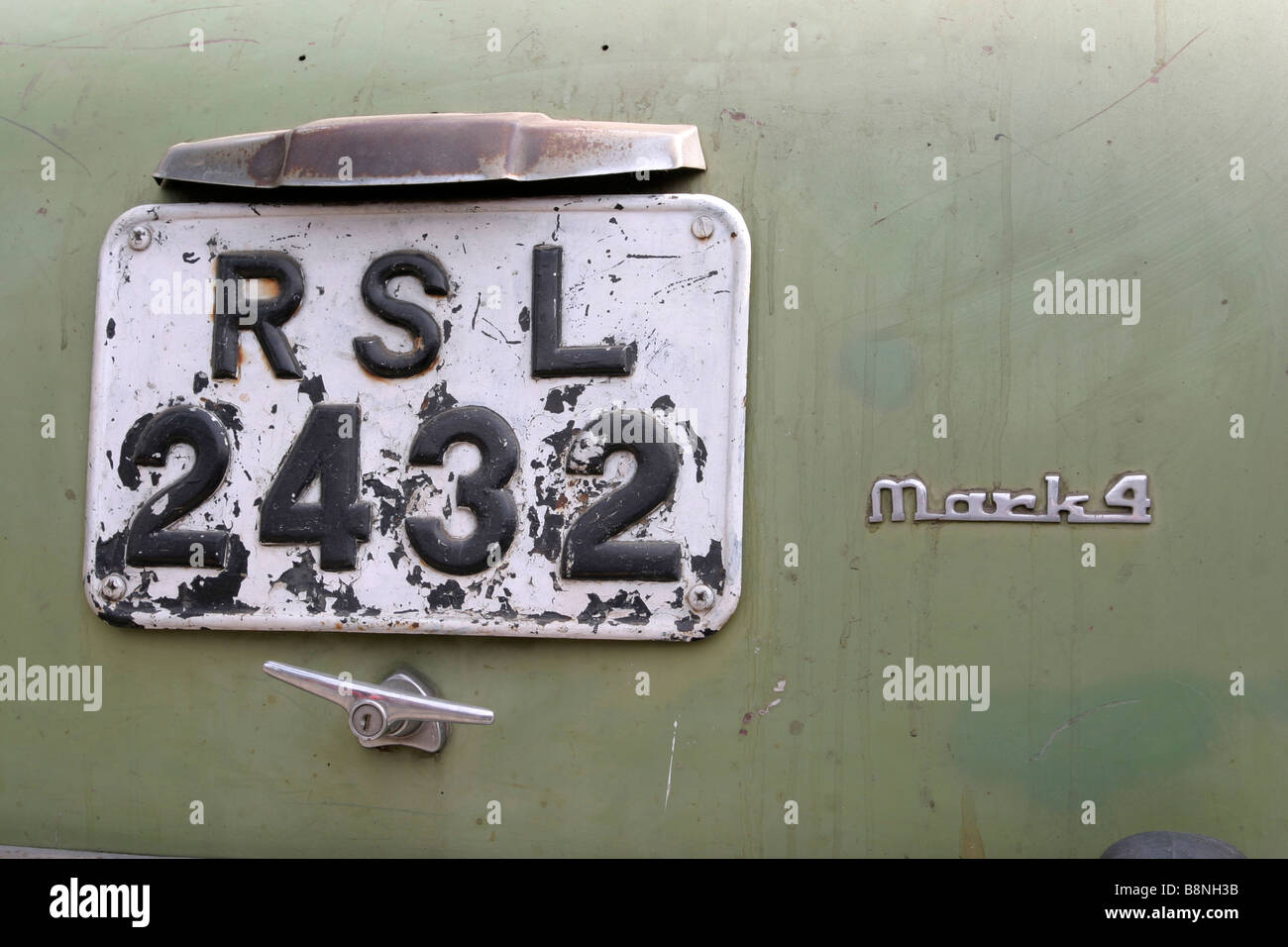 Number plate on the back of faded green Hindustan Ambassador in India - Stock Image