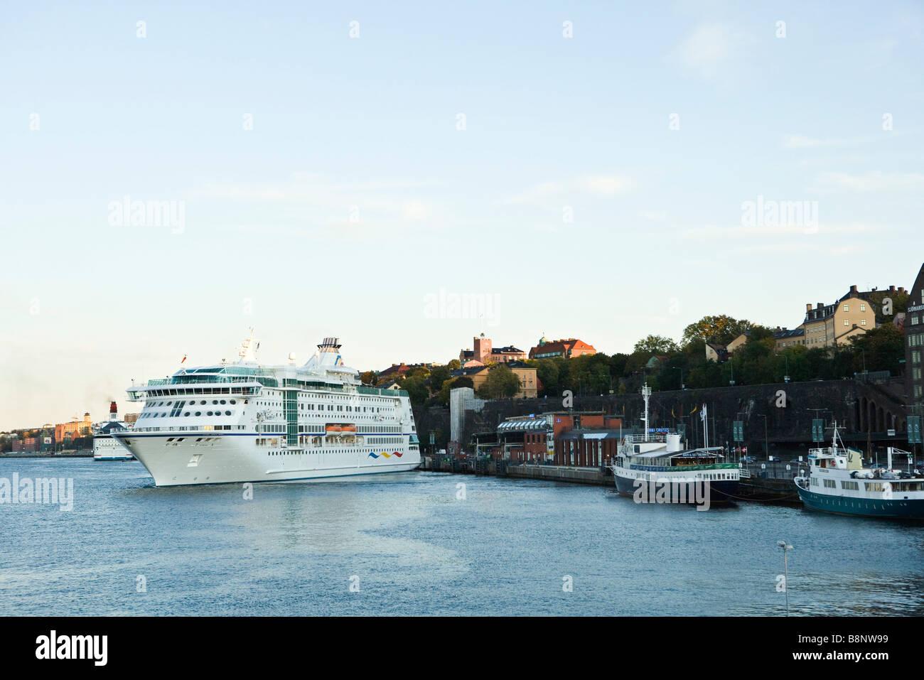 Sweden, Stockholm, Lake Malaren, ferry boat departing from dock - Stock Image