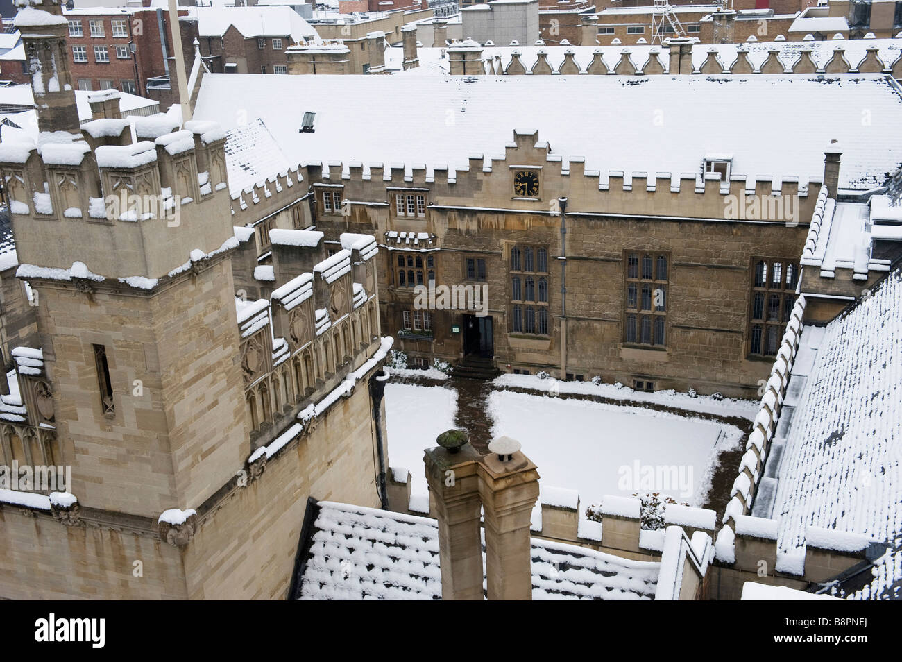 Looking down into Jesus College at Oxford University in the snow - Stock Image