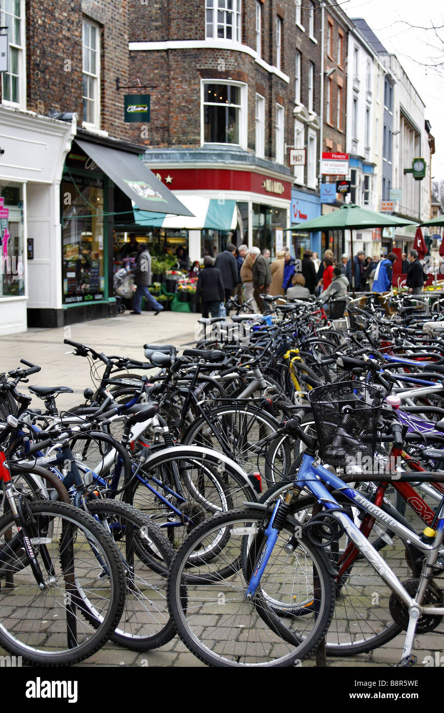 GOOD PROVISION OF CYCLE FACILITIES IN CENTRE OF YORK YORKSHIRE UK - Stock Image