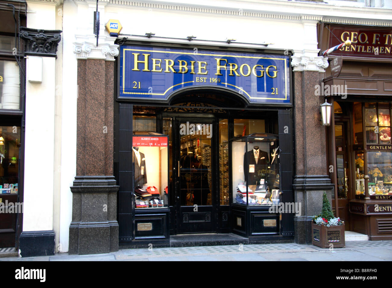 The shop front of Herbie Frogg, a tailored designer clothing shop, London.  Feb 2009 fdb968a0971
