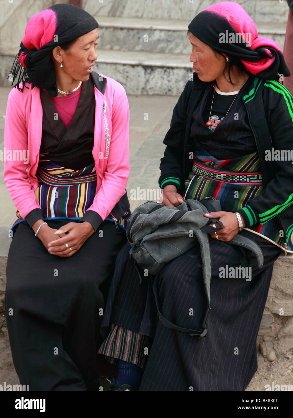 Nepal Kathmandu Valley near Swayambhunath tibetan women - Stock Image