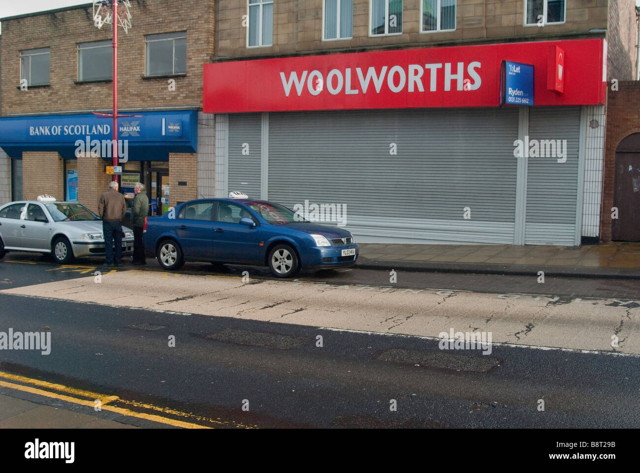 This is a photograph of the Woolworths shop that was located in Cowdenbeath High Street in the county of Fife, Scotland. - Stock Image
