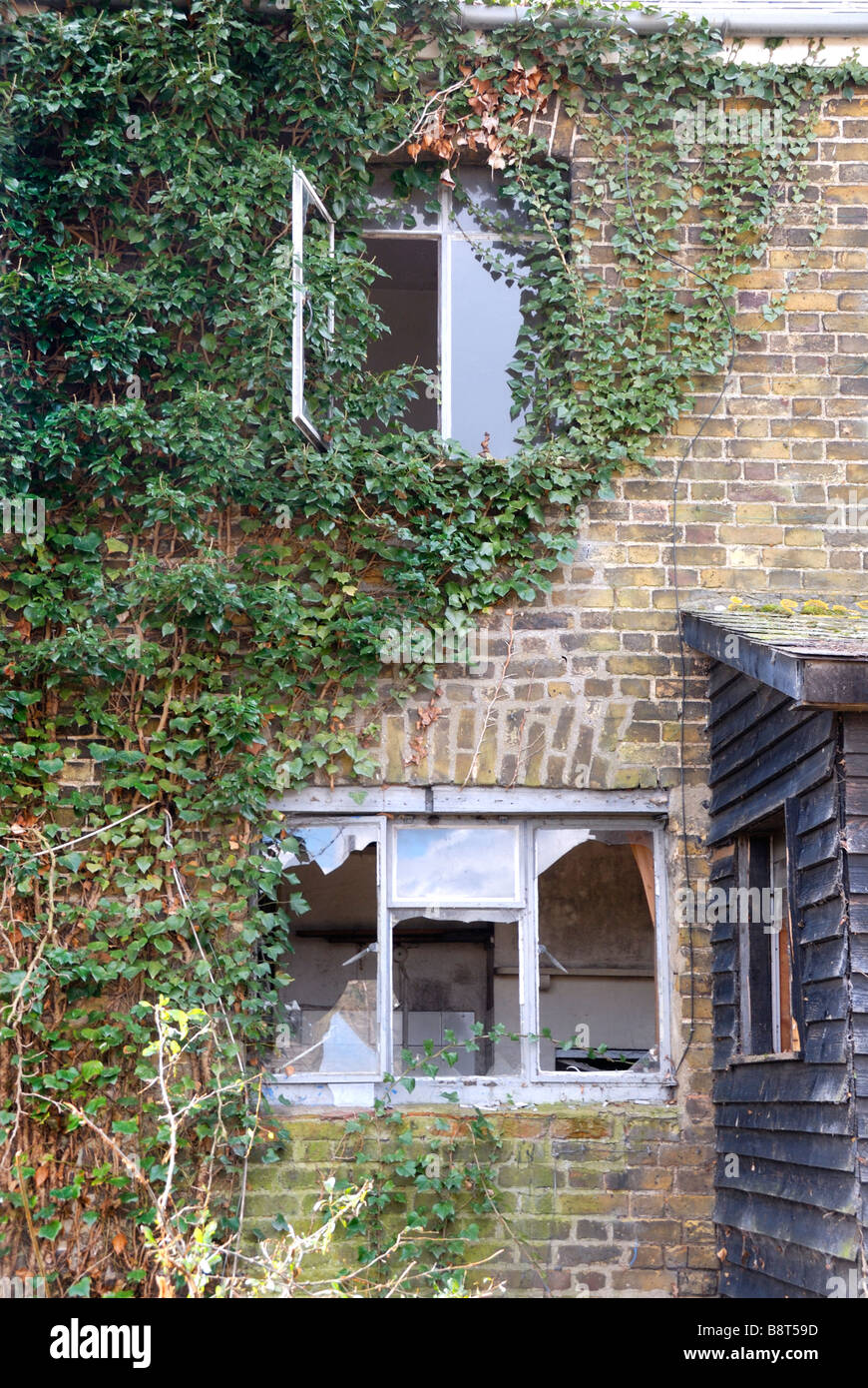 Old run down house - Stock Image