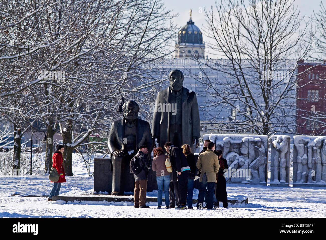 Snow landscape at Marx and Engels sculpture Berlin center - Stock Image
