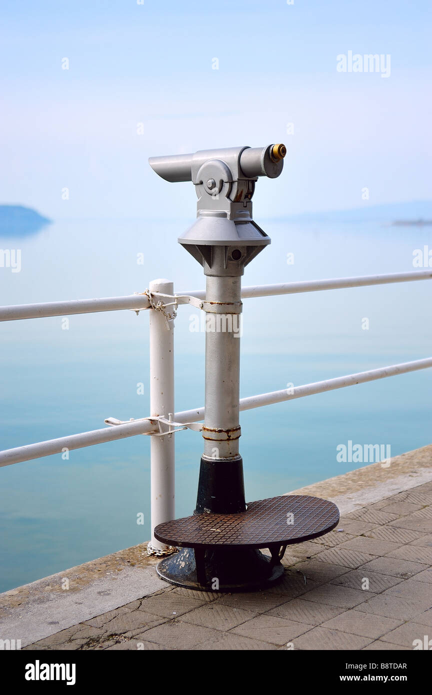 Old turistic telescope by the lakeside - Stock Image