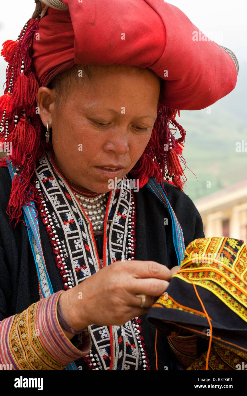 Colourful Dao mountain lady of northern Vietnam partaking in a spot of embroidery Stock Photo