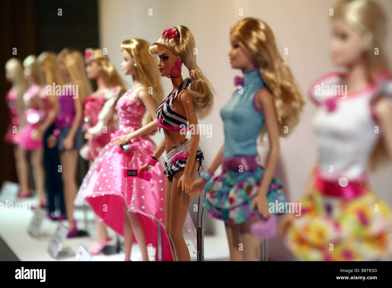 Amy schumer set to star in live action barbie film