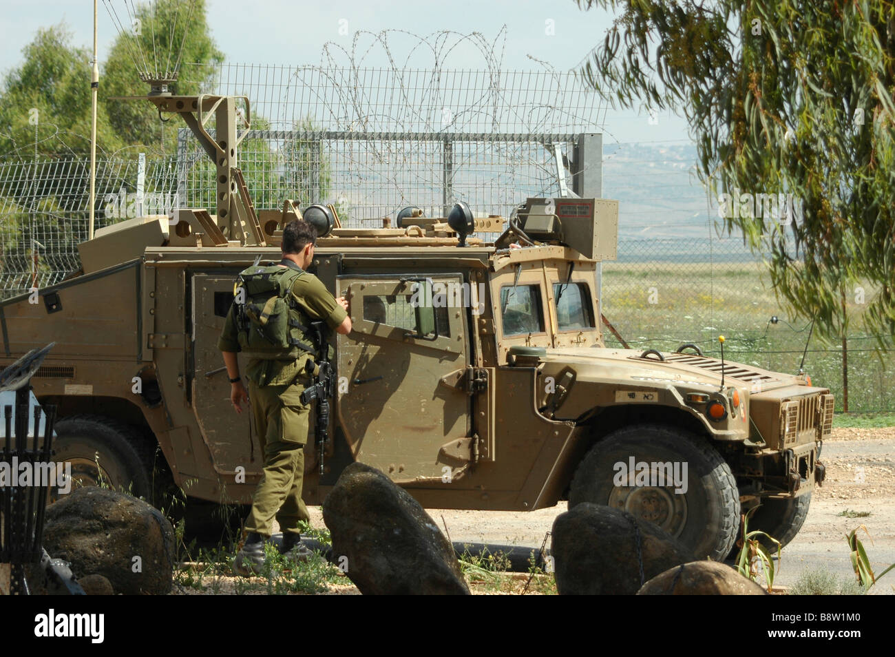 Israel Upper Galilee Metula An Israeli Border Patrol Jeep and soldiers on the Lebanese border Stock Photo