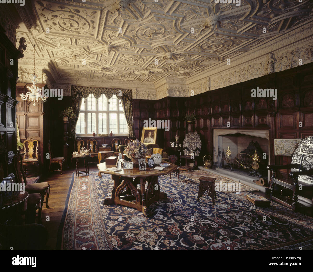 The Drawing Room showing Jacobean panelling c 1604 and the plasterwork ceiling which is by F T Gunby 1605 - Stock Image