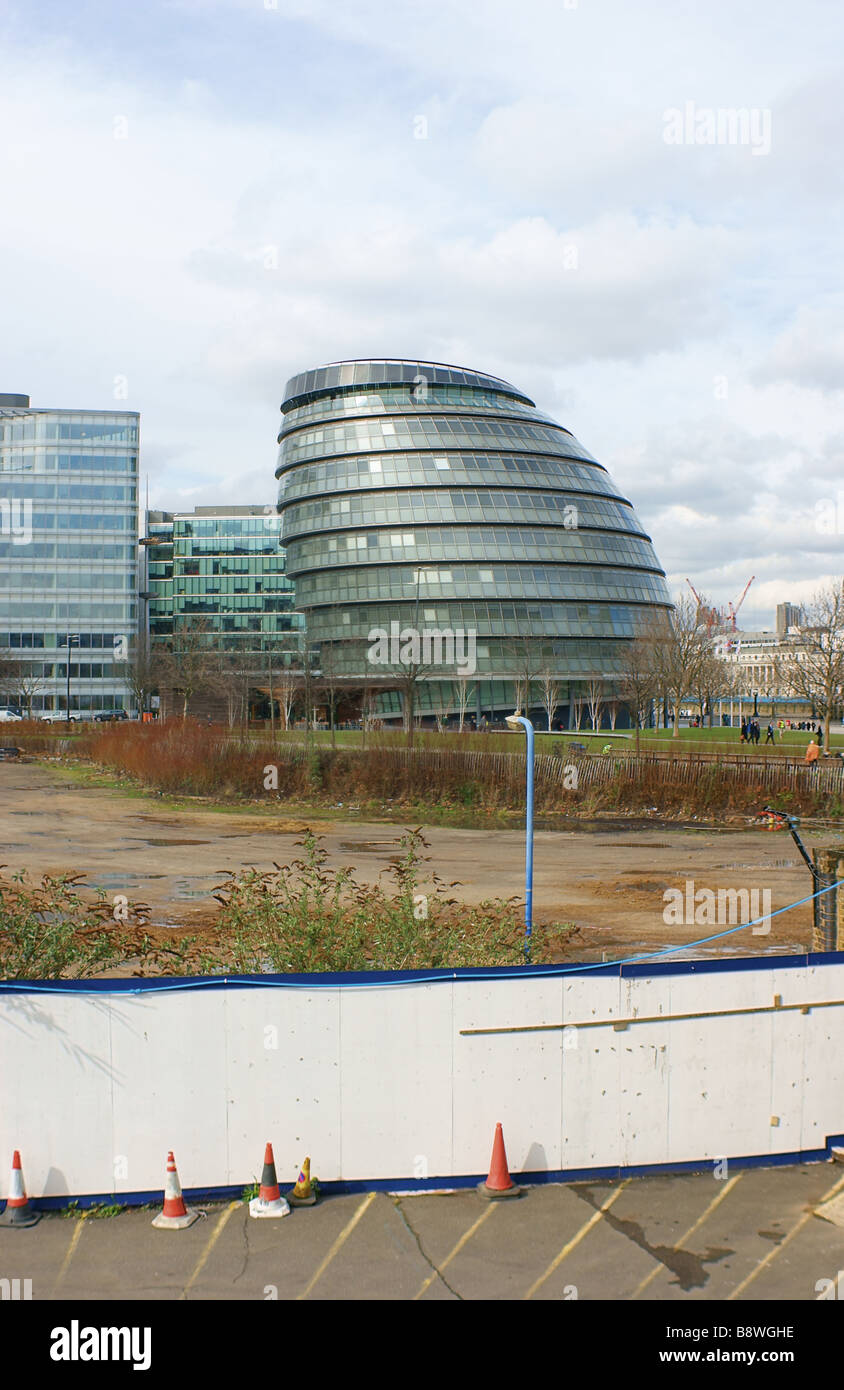 GlC House - housing the London mayoral offices.Situated on the South bank of the river Thames across from the City - Stock Image