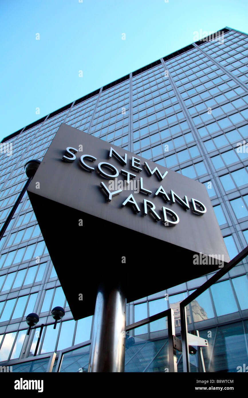 The famous revolving sign outside New Scotland Yard, HQ of the Metropolitan Police, London. - Stock Image