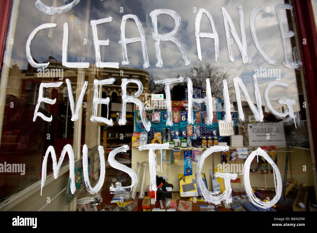 'Clearance everything must go' sign in a shop window in London as the recession hits the United Kingdom, - Stock Image