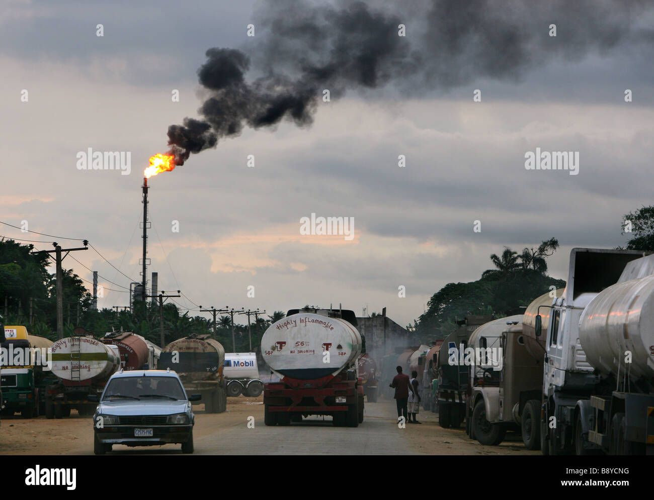 Nigeria: Tankers wait at a refinery of the SHELL company near Port Harcourt - Stock Image