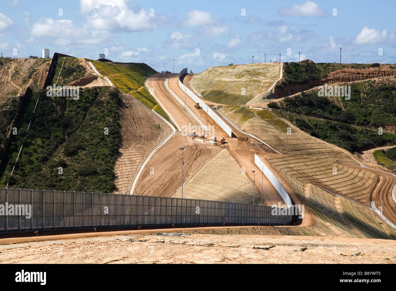 Construction of the border fence that prevents illegal immagrant crossings at the U S Mexico border near San Diego - Stock Image