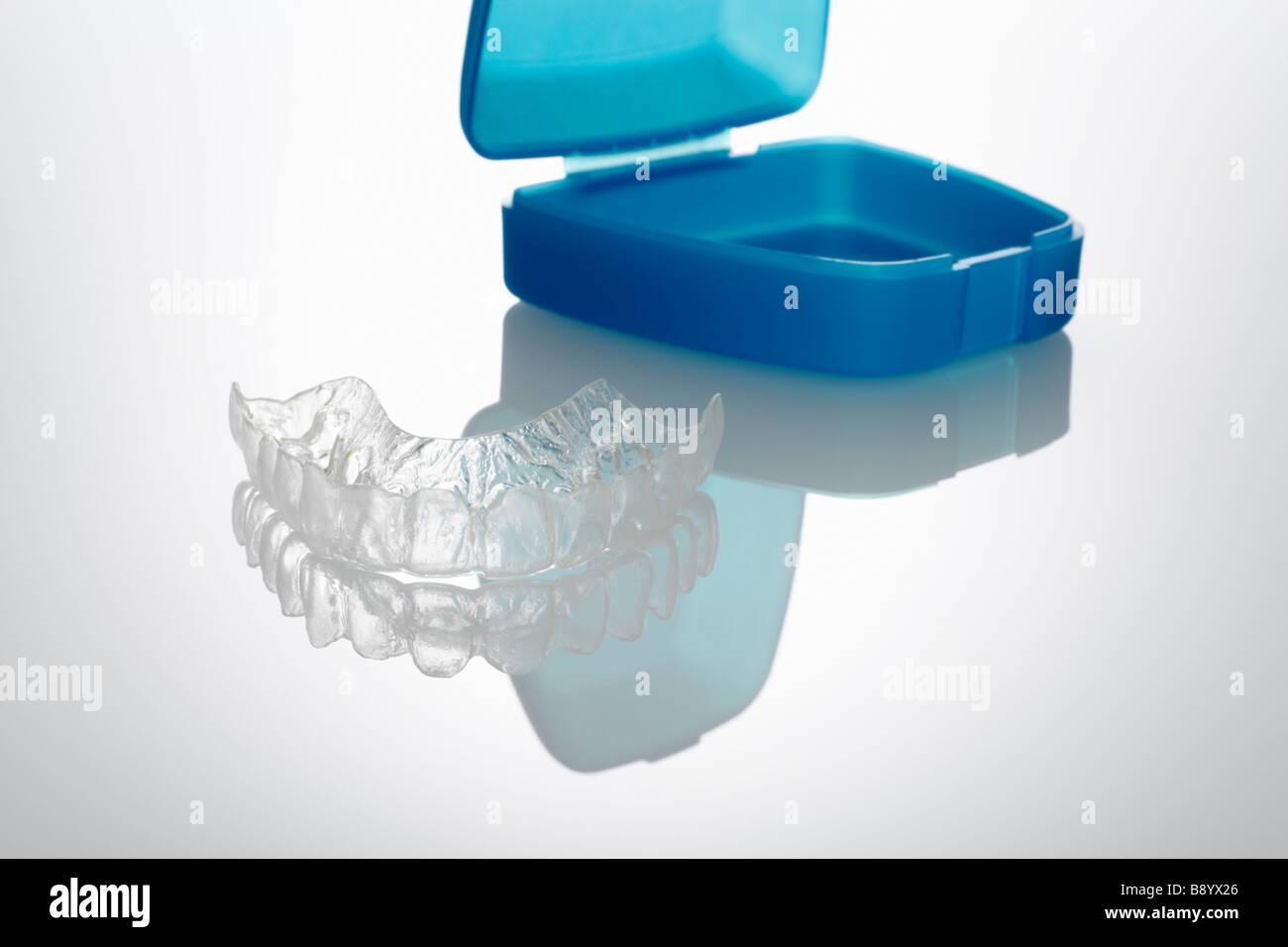 Kunststoffzahnschiene mit Aufbewahrungsbox Stock Photo