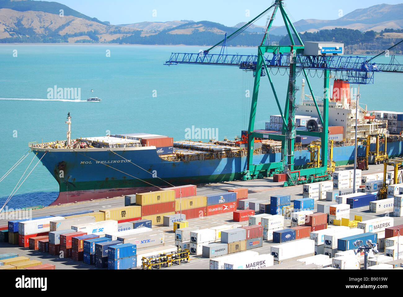 Container ship loading at Lyttelton, Lyttelton Harbour, Bank's Peninsula, Canterbury, South Island, New Zealand - Stock Image